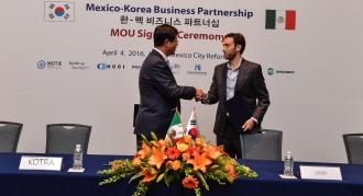 Bernando Cordero, CM Linio México y Kim Jae Hong, CEO de KOTRA